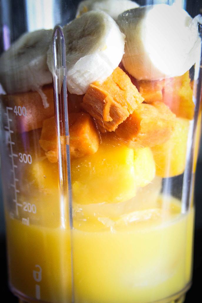 Fruktig frukostsmoothie med sötpotatis