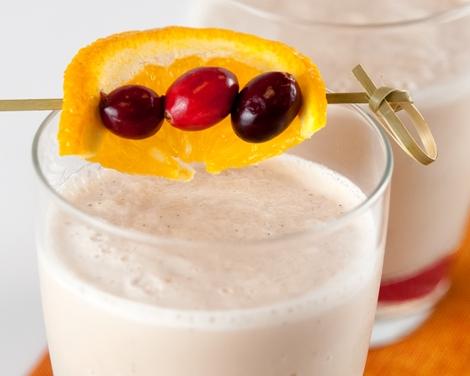Smoothie med apelsin, tranbär och vaniljyoghurt