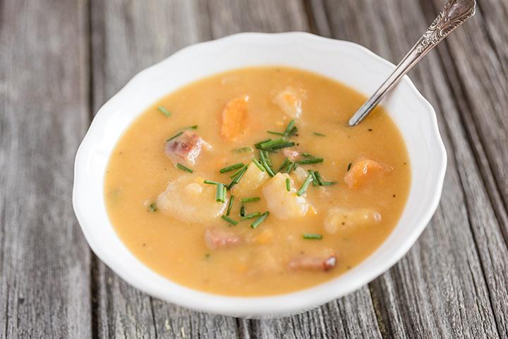 Mustig soppa i Slow Cookern med potatis och skinka