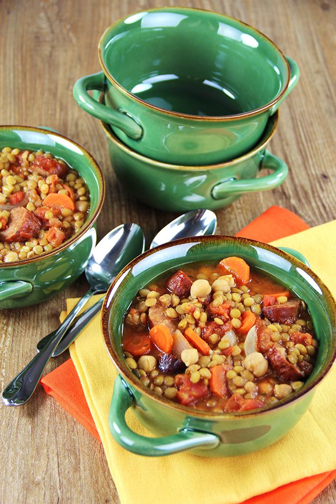 Mustig soppa med chorizo, linser och kikärtor