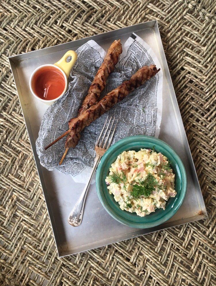 Mai med sin estniska potatissallad och krämiga hemlagade majonnäs